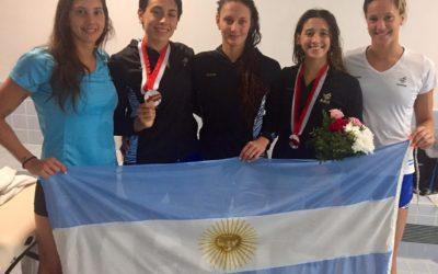 ¡Lluvia de medallas para Argentina! Delfi Pignatiello fue oro en los 400m libres y Juli Sebastián la rompió en los 200 pecho